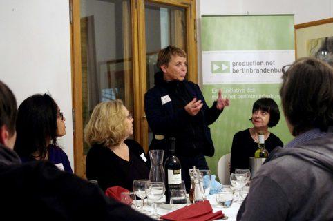 Annekatrin Hendel (stehend) und Petra Weisenburger (rechts im Bild) vom NIPKOW PROGRAMM